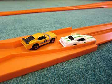 hot wheels crossing lanes small